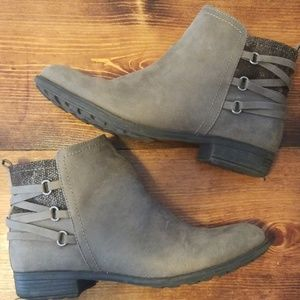 White Mountain Gray Ankle Boots
